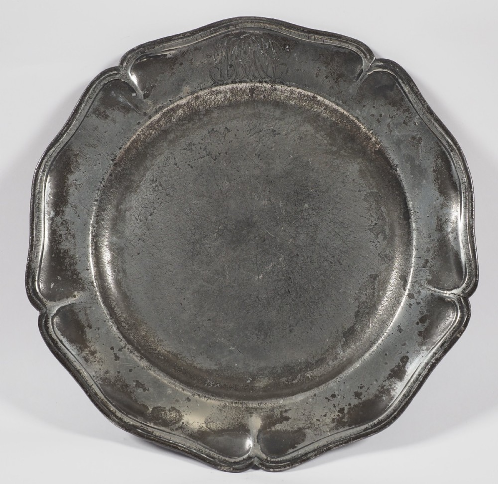 antique english pewter 9 34 inch wavy edge plate by thomas chamberlain 17321775